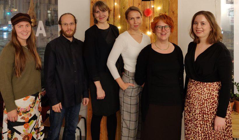 Kuvassa ovat Potentiaali-hankkeessa mukana olevat Opiskelun ja tutkimuksen säätiö Otuksen työntekijät.